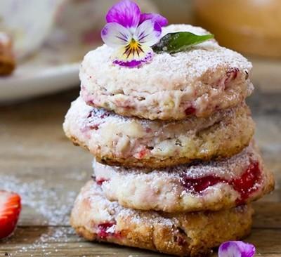 Печенье клубничное с базиликом