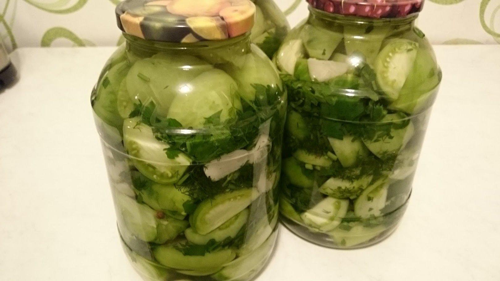 Салат из зелёных помидоров на зиму с чесноком