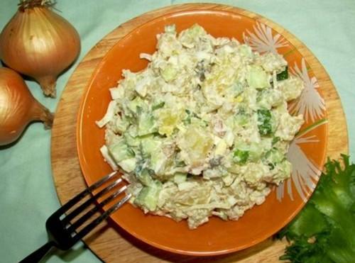 как приготовить салат из копченой скумбрии