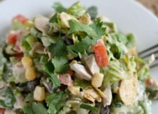 Салат с авокадо и куриной грудкой