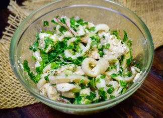teplyj-salat-s-kalmarami