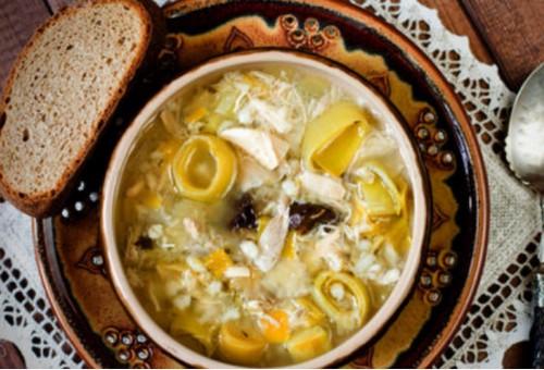 Куриный суп с луком пореем