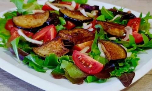 salat-s-baklazhanami-i-pomidorami